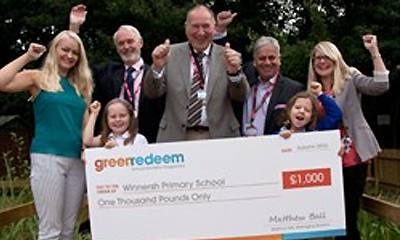 Winnersh Primary School collect £1,000 grant from Greenredeem community