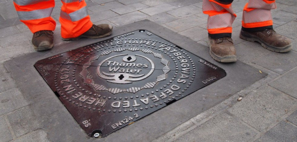 Commemorative sewer cover for Whitechapel fatberg