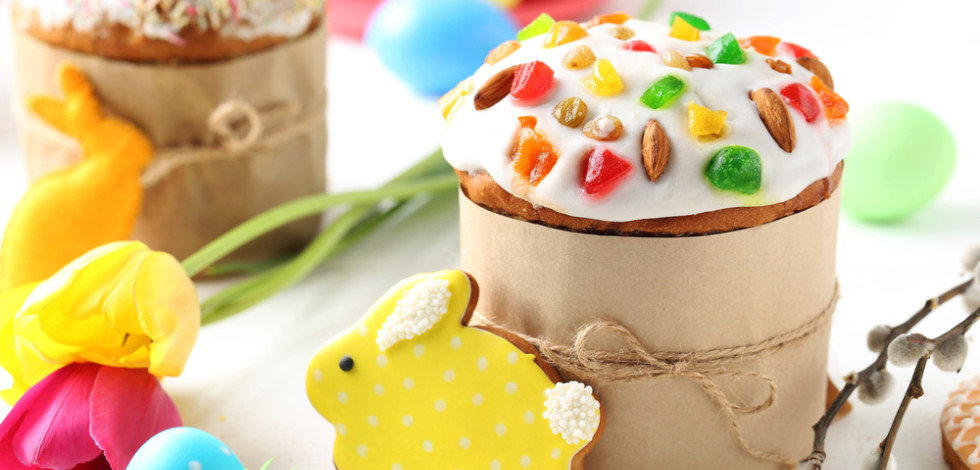 Rabbit-shaped iced biscuit and iced fairy cake