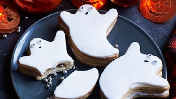 Hallowe'en ghost biscuits